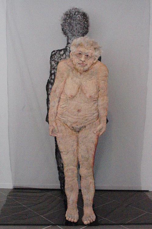 doordringend vrouw groot in Monnickendam
